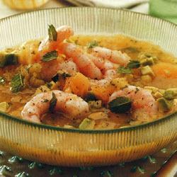Холодный суп из дыни с креветками и авокадо