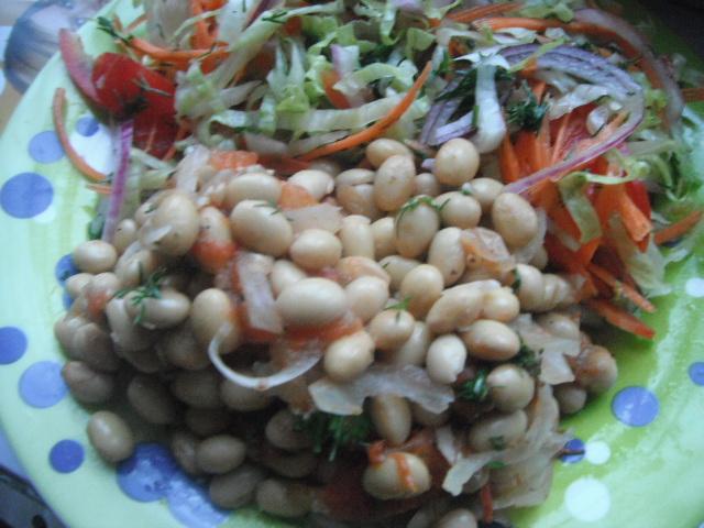 Салат из соевых бобов