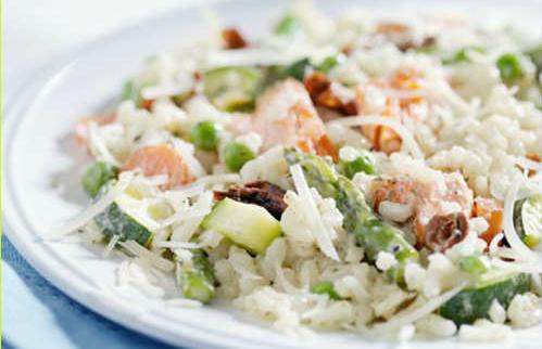 Салат с рисом и консервированной рыбой