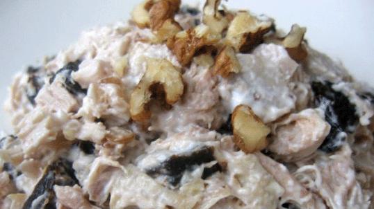 Салат из языка с орехами и черносливом