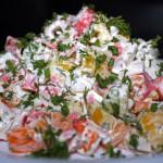 Салат с крабовыми палочками и сладким перцем — Рецепт