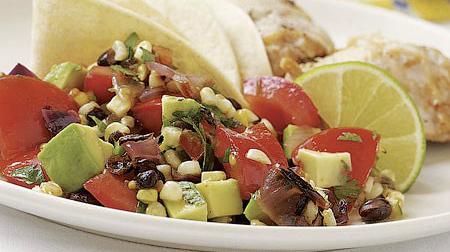 Салат с фасолью, кукурузой и авокадо