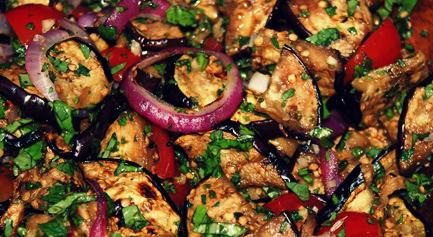 Салат с томатами и баклажанами