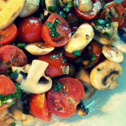 Салат из томатов черри