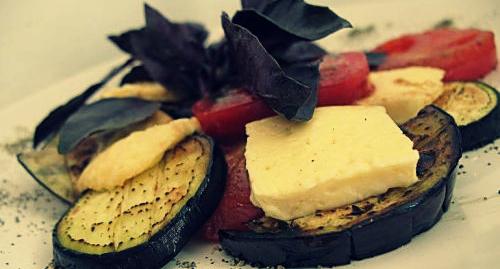 Баклажаны с сыром халуми