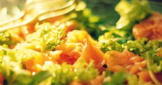 Салат с лососем и апельсинами
