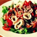 Салат с кальмарами и овощами — Рецепт