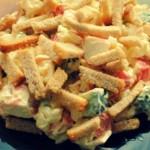 Салат с сухариками и крабовыми палочками — Рецепт