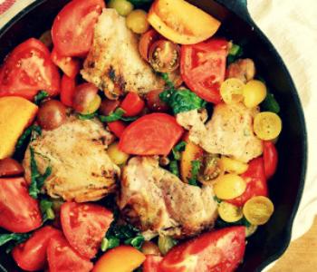 Курица в паприке с овощами