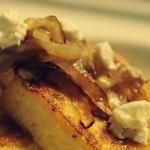 Омлет с карамелизованным луком — Рецепт
