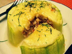 Кабачки, фаршированные мясом и сыром