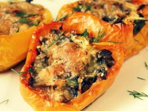 Перец, фаршированный шампиньонами и сыром