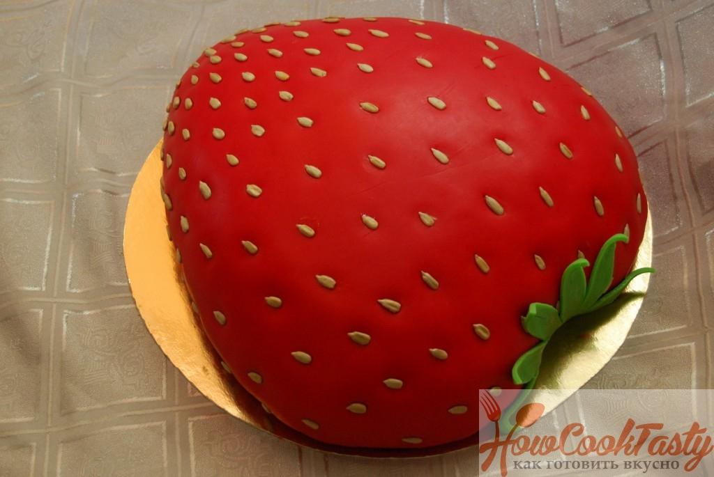 Торт «Клубничка» из марципана и маскарпоне