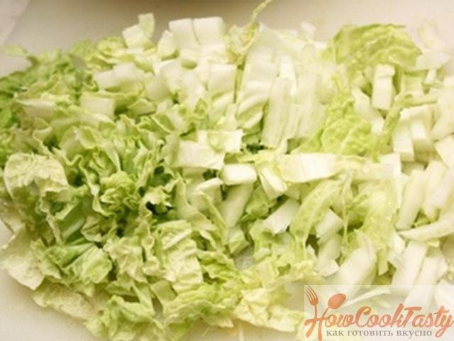 Шинкуем листья салата