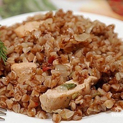 гречка с мясом в тарелке