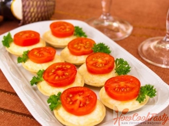 Тарталетки с сыром и помидорами черри