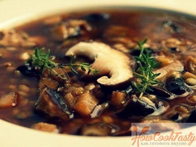 Грибной суп с картофелем и зеленью