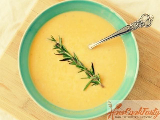 Тыквенный суп с пореем и розмарином