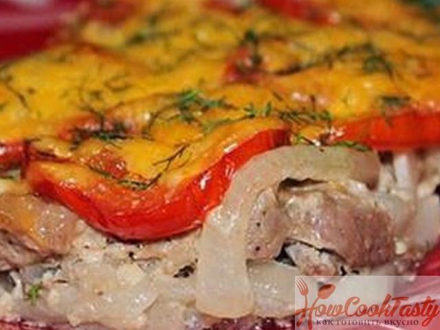 Свинина, запеченная под шубой из перцев и помидор