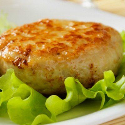 Котлета с овощным салатом