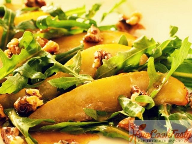 Салат из рукколы с грушей и сыром