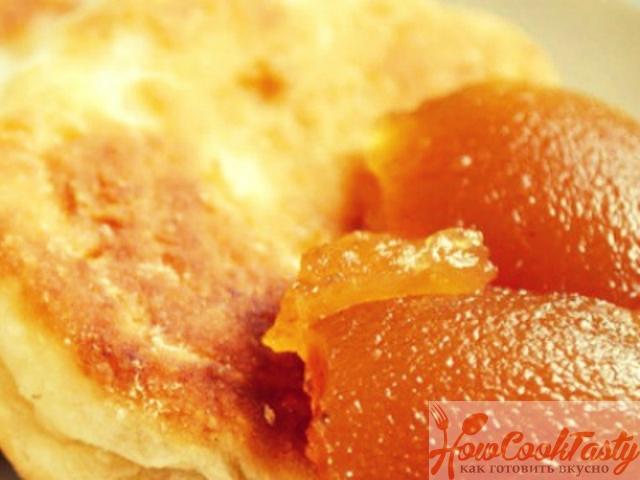 Оладьи манные на меду с вареньем — Рецепт