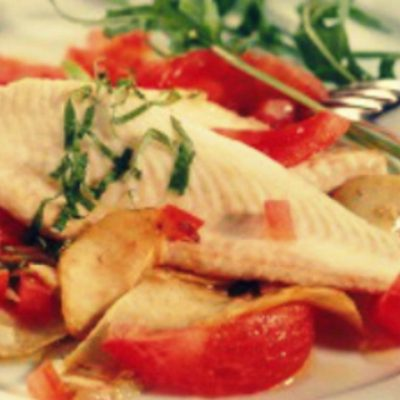 Рыбное филе, тушенное с помидорами, зеленью и чесноком - Рецепт