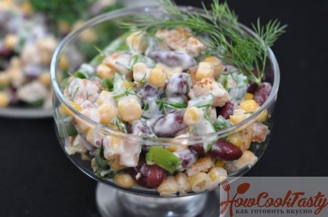 Простой салат с сухариками -Рецепт