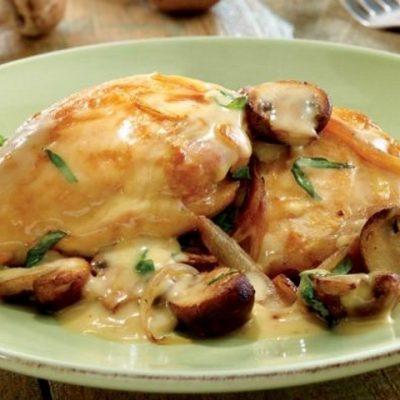 Курица в сметанно-грибном соусе