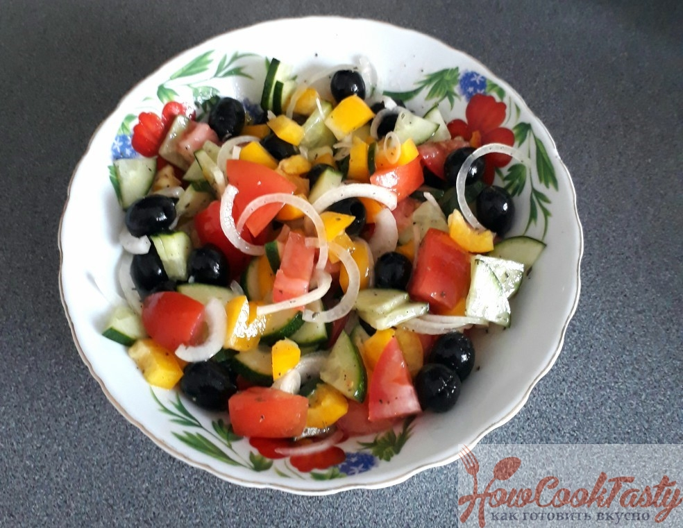 Поливаем салат