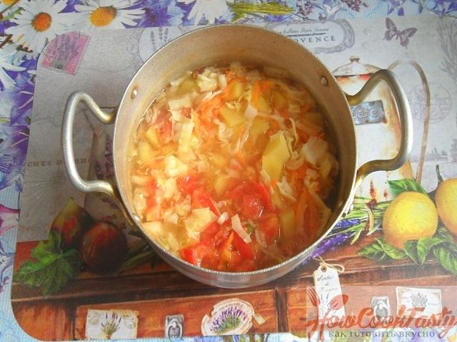 Рецепт тушеной капусты с сосисками в кастрюле
