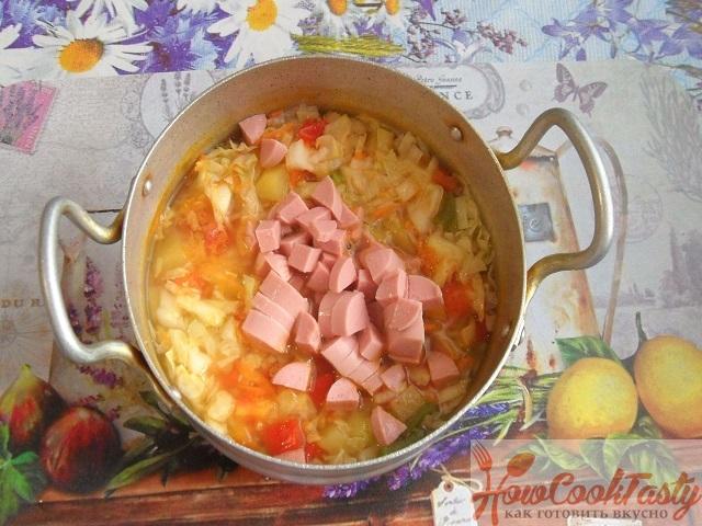 Рецепт тушеной капусты с сосисками в кастрюле 2