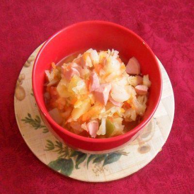 Капуста тушеная с сосисками рецепт с фото 2