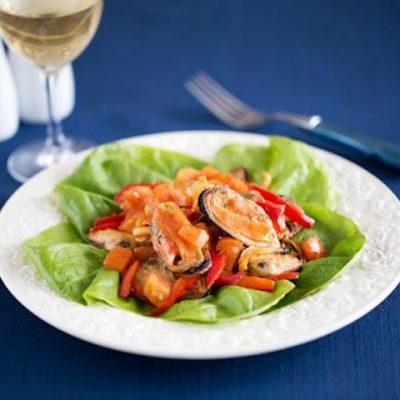 Мидии с овощами - Рецепт
