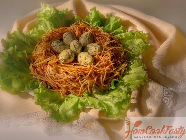Салат «Гнездо глухаря» (пошагово)