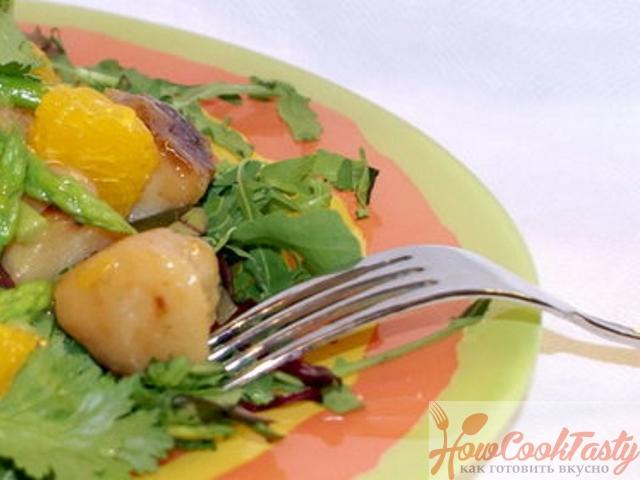 Салат из морских гребешков и спаржи