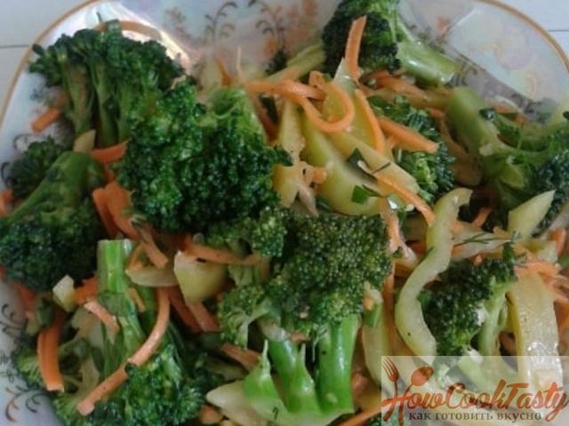 Салат из брокколи с соленым огурцом