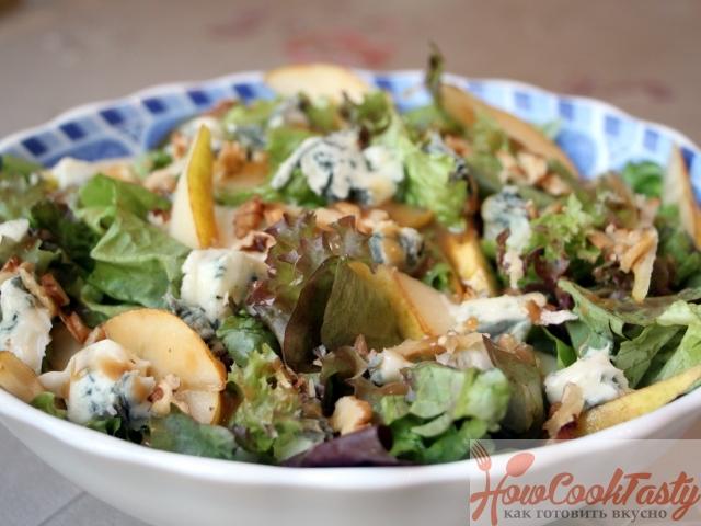 Салат из груши с сыром дор-блю