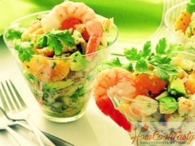 Сытный салат из креветок и авокадо