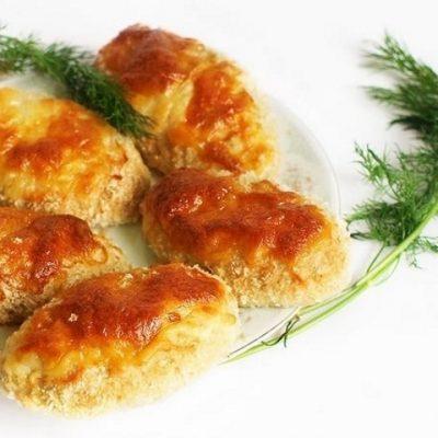 Котлеты, запеченные в духовке с сыром, готовы