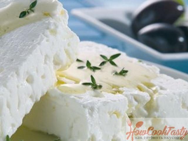 Измельчите мягкий сыр