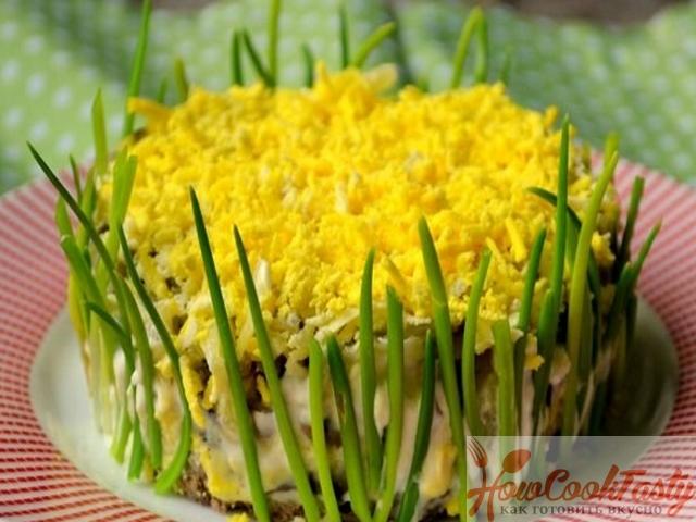 Салат из куриной печени с яйцами