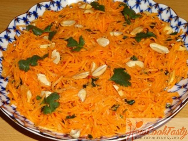 Индийский морковный салат с арахисом