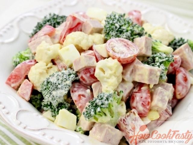 Салат из брокколи с яйцом и ветчиной