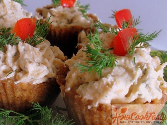Тарталетки с сыром и семгой